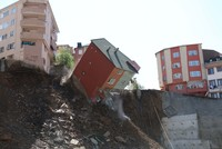 Building collapses in Istanbul, no casualties