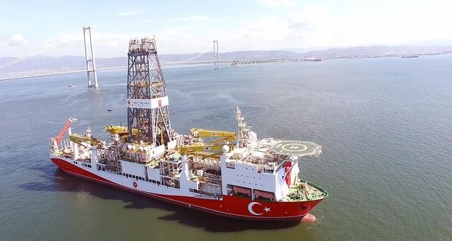 سفينة الفاتح التركية للتنقيب عن النفط (الأناضول)