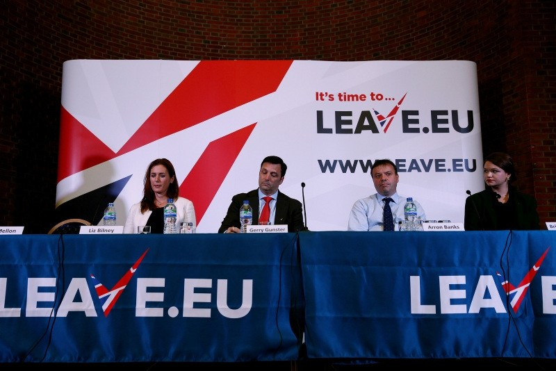 Brittany Kaiser of Cambridge Analytica, Brexit campaigner Aaron Banks, Gerry Gunster, a Washington-based strategist hired by the campaign, and Liz Bilney, CE of Eldon Insurance Services during a news conference in London, Nov. 18, 2015. (REUTERS)