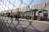 إسرائيل تغلق معابر غزة وتقلص مساحة الصيد في بحرها