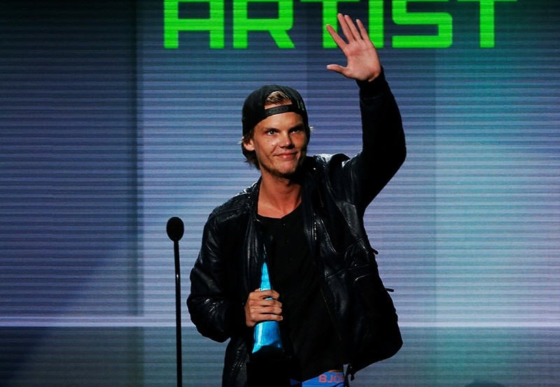 Avicii accepts the favorite electronic dance music artist award at the 41st American Music Awards in Los Angeles, California (Reuters File Photo)
