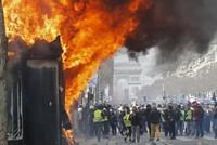 60 مصاباً وأعمال شغب بباريس في الحراك الـ18 للسترات الصفراء
