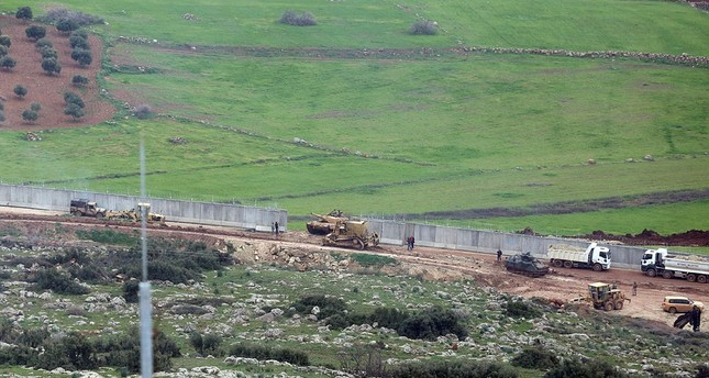 Turkish tanks being deployed along the border with Syria amid the Operation Olive Branch. (AA Photo)