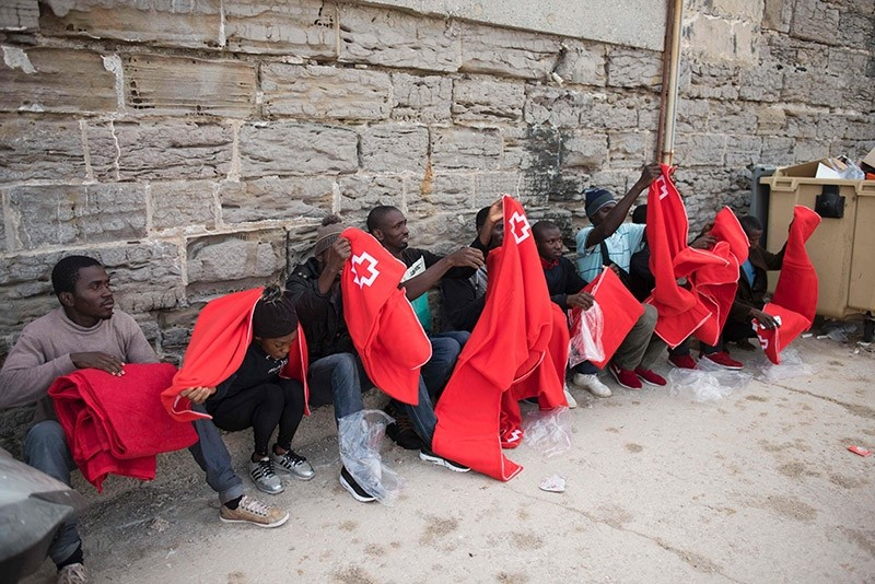 Would-be immigrants wrap themselves in Red Cross blankets as they rest after 143 Moroccans and 9 sub-Saharans were rescued in the waters of the Strait of Gibraltar in the port of Tarifa, on June 24, 2017. (AFP Photo)