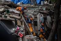 Ein neues Erdbeben der Stärke 6,4 hat vier Tage nach dem Beben mit rund 300 Toten Mexiko erschüttert. Das Zentrum lag im Süden des Landes bei der Stadt Ixtepec im Bundesstaat Oaxaca, hieß es in...
