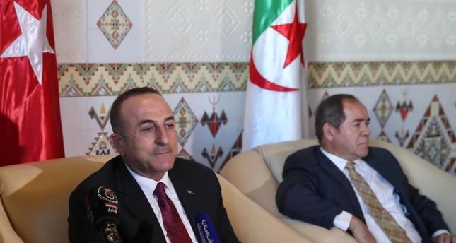 وزير الخارجية الجزائري صبري بوقدوم مستقبلا تشاوش أوغلو (الأناضول)