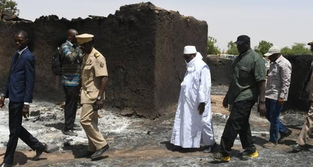 رئيس مالي إبراهيم بوبكر كيتا يتفقد مكان المذبحة (الفرنسية)