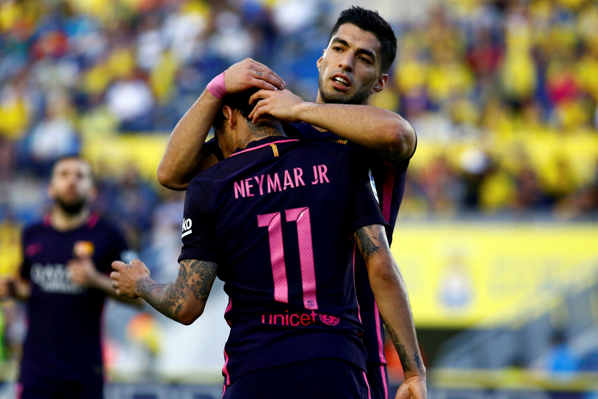 Barcelonau2019s Neymar celebrates scoring a goal with Luis Suarez (Reuters Photo)