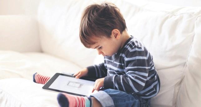 Telecom operators fuel our fixation on smart screens