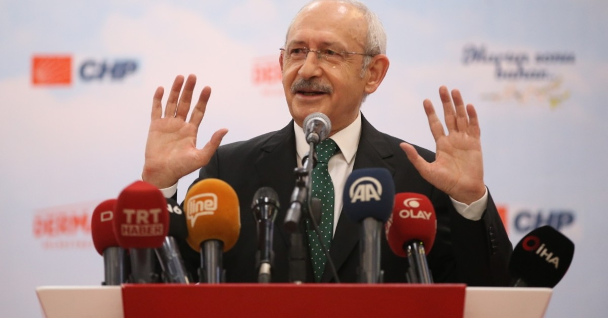 CHP Chairman Kemal Ku0131lu0131u00e7darou011flu delivers a speech in northwestern Bursa province, Feb. 28, 2019.