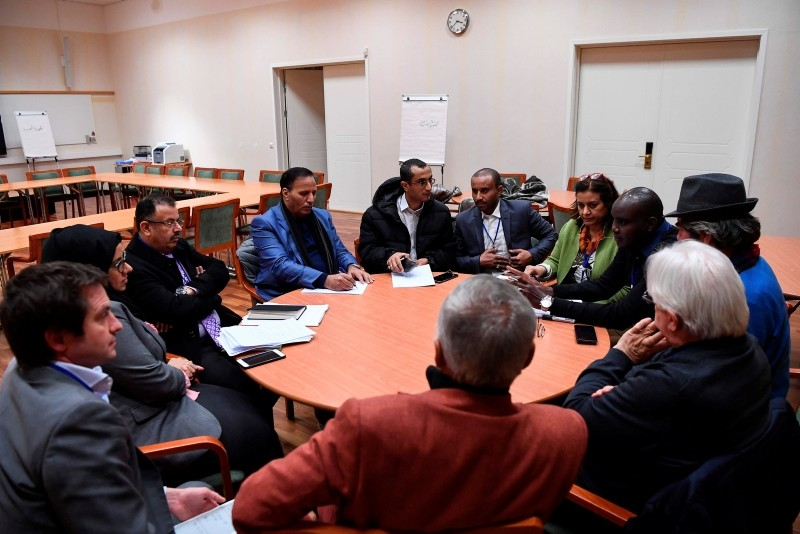 Members of a Yemeni government's delegation take part in a work group with rebel delegation members and U.N. special envoy to Yemen Martin Griffiths as part of peace talks at Johannesberg Castle in Rimbo, Sweden, Dec. 12, 2018.(AFP Photo)