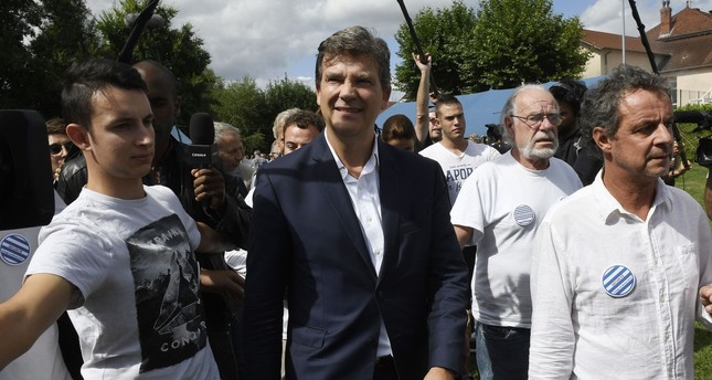Former French Economy Minister Arnaud Montebourg (C) arrives to deliver a speech during the 44th annual meeting of the French socialist party (PS) La fete de la Rose, on August 21, 2016 (AFP PHoto)