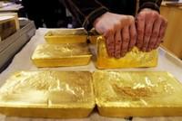 اتجاه البنك المركزي التركي لزيادة احتياطاته من المعدن الأصفر (الذهب)، يعد ملاذًا آمنًا في مواجهة أية مشاكل أو تحديات اقتصادية مستقبلًا، حسبما يؤكد خبراء اقتصاد.  ووفق بيانات رسمية، عزز المركزي...