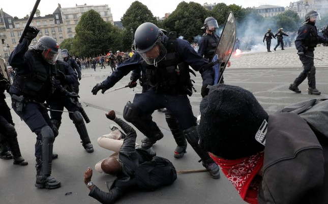 French PM vows to continue with reforms following violent demos in Paris