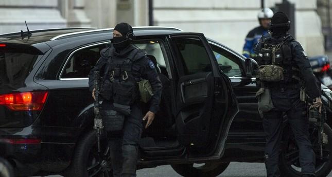 Abdeslam zu erster ausführlicher Vernehmung in Paris eingetroffen