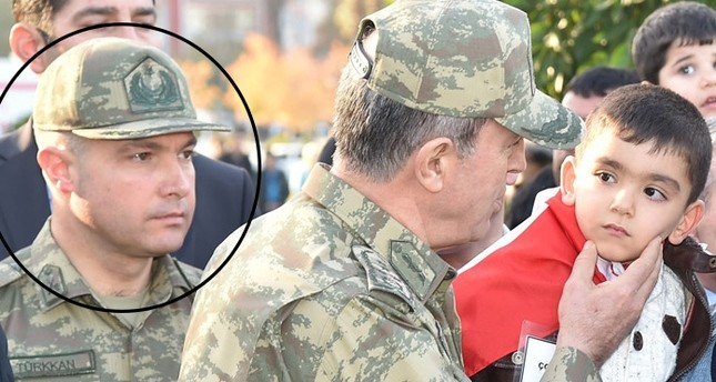 Oberstleutnant Levent Türkkan neben Generalstabschefs Hulusi Akar