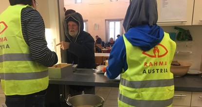 Muslim association in Vienna provides food to homeless