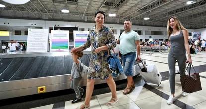 pDie maximale visafreie Aufenthaltsdauer für russische Staatsbürger wird von 60 Tagen auf 90 Tage erhöht, sagte am Sonntag der türkische Außenminister Mevlüt Çavuşoğlu./p  pDer Schritt kam direkt...