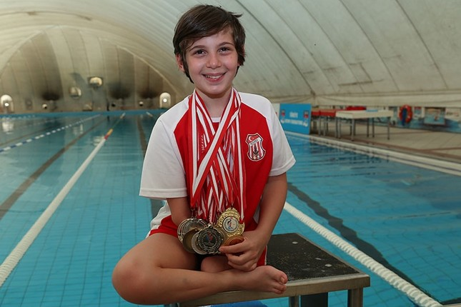 Disabled boy overcomes fear of water, becomes Turkish swimming champion