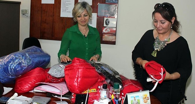 Ayten A. (Right) taking donations from arbiter Figen Kaynar (Left) to be given to 20 children in Turkey's Bursa province (DHA Photo)