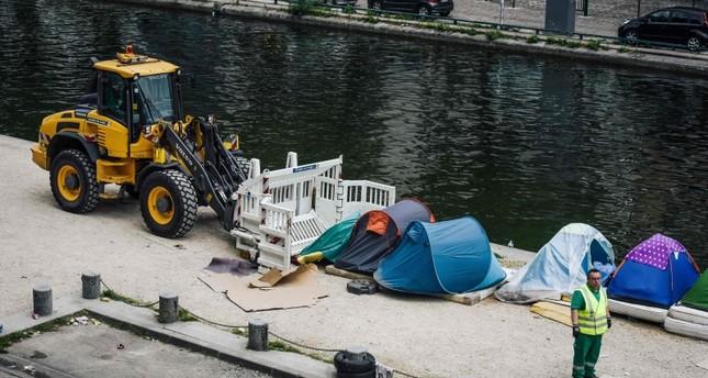 إزالة الخيم العشوائية في وسط باريس (الفرنسية)