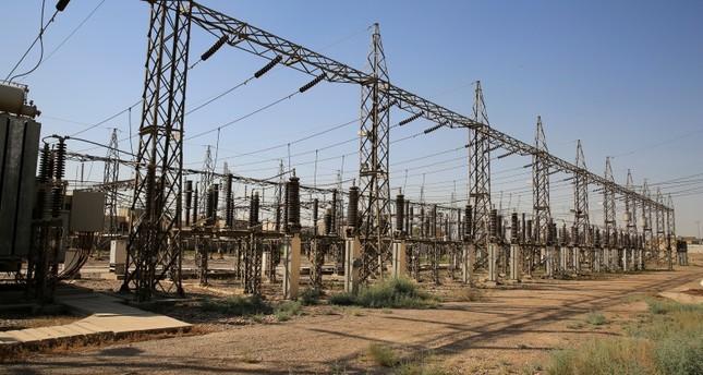 بسبب ما تعانيه من أزمات.. إيران تُعلن وقف تصدير الكهرباء والمياه  للدول المجاورة