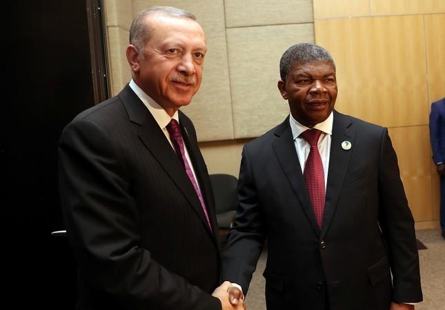 Erdoğan, Angolan counterpart João Lourenço shake hands (AA Photo)