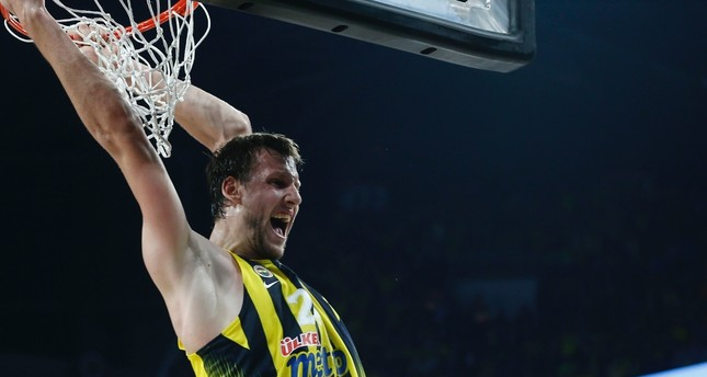 Fenerbahçe seeks to stay in top four for playoffs with a win against Milan