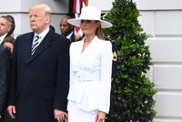 Trump caught once again trying to awkwardly hold First Lady's hand