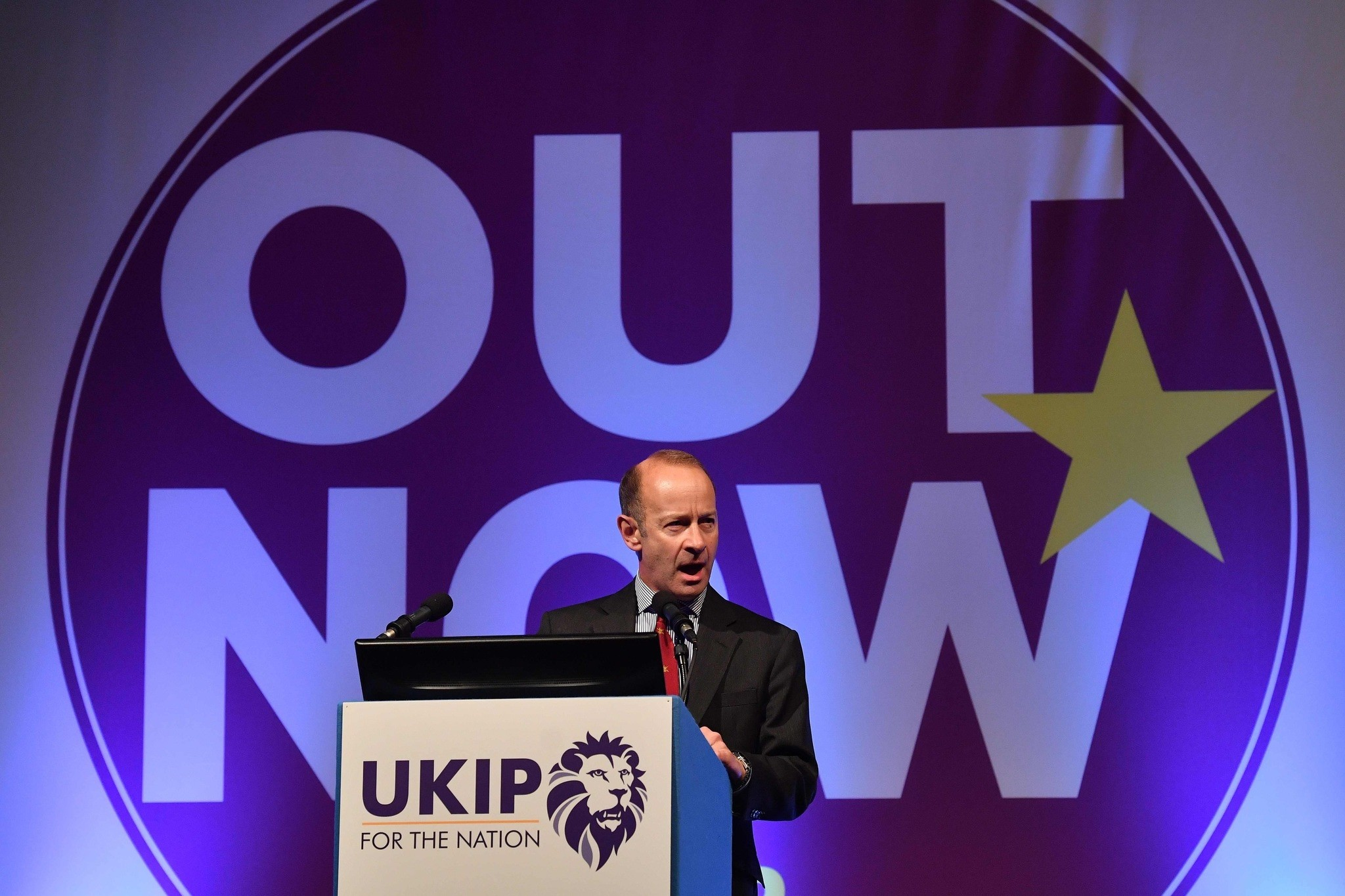 UK Independence Party's newly elected leader, Henry Bolton greets delegates on the first day of the UK Independence Party (UKIP) National Conference in Torquay, south-west England, on September 29, 2017. (AFP Photo)