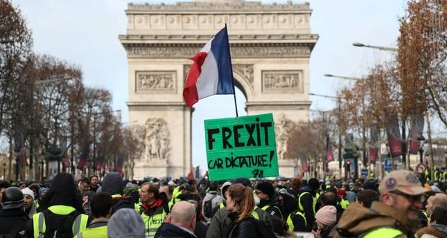 صدامات وإطلاق غاز مسيل للدموع وسط باريس خلال تجدد احتجاجات السترات الصفراء