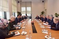 لقاء المتحدث باسم الرئاسة التركية مع المبعوث الخاص للرئيس الروسي إلى سوريا (الأناضول)
