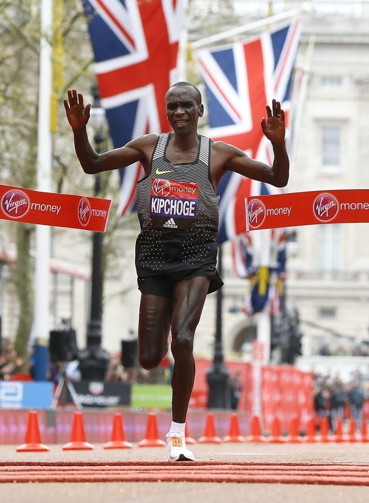 Olympic champion Eliud Kipchoge threatens the world record at the Berlin Marathon.