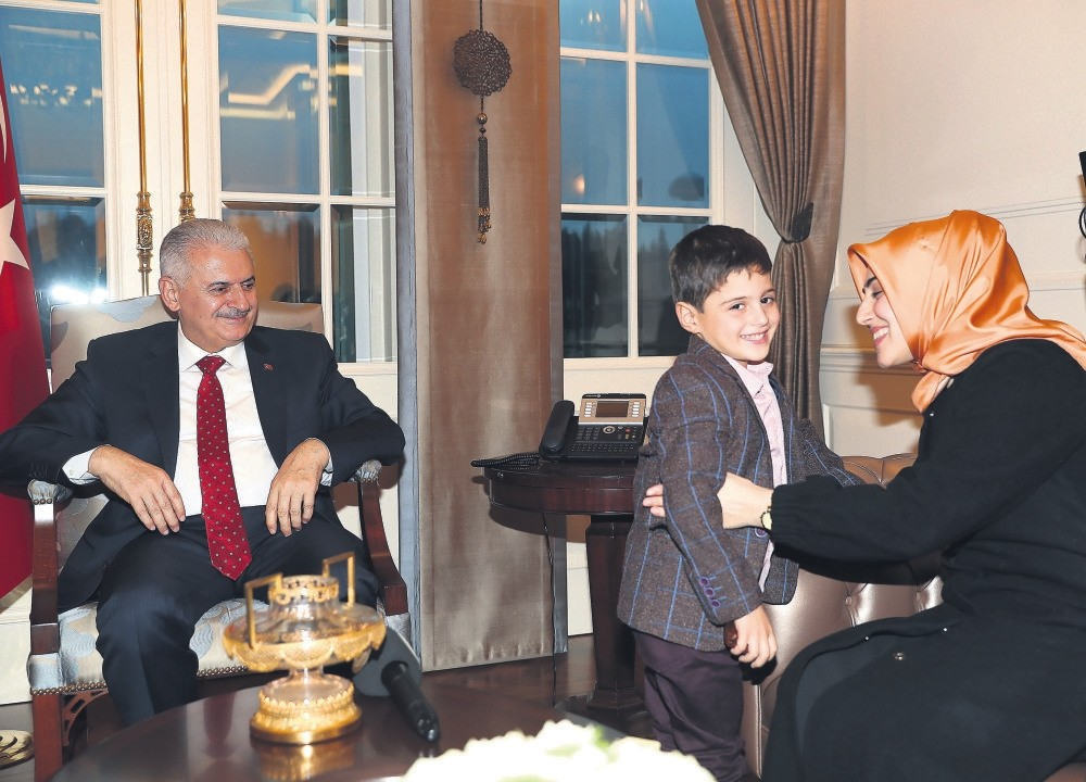 Alparslan and his mother Mehtap Nur Kazancu0131 meet Prime Minister Binali Yu0131ldu0131ru0131m.