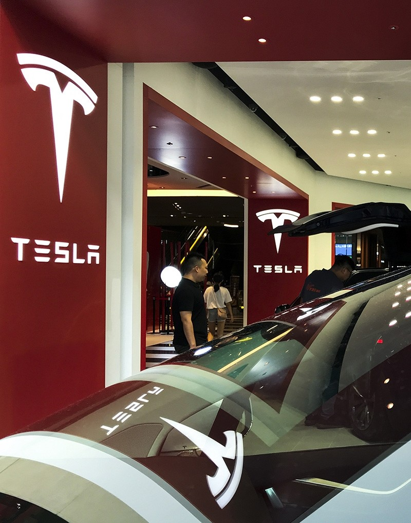 People view Tesla cars at a Tesla showroom center in Taipei, Taiwan, Aug. 27, 2018. (EPA Photo)