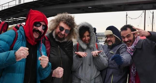 دعماً للاجئين.. فرقة موسيقية تركية تجوب العالم