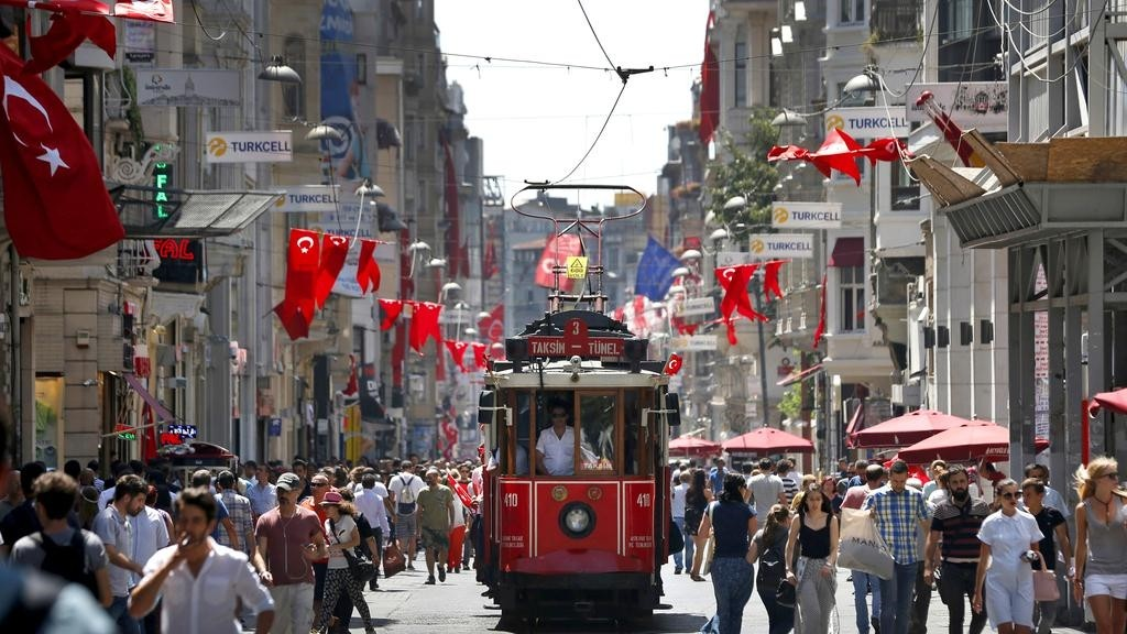 People walk in central Istanbul's Istiklal Avenue (Reuters File Photo)