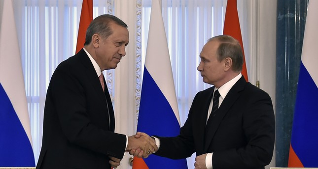 Russian President Vladimir Putin (R) shakes hands with his Turkish counterpart Recep Tayyip Erdoğan during their press conference in Konstantinovsky Palace. (AFP Photo)
