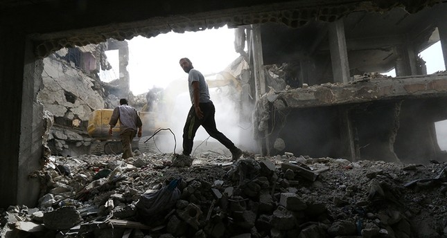 Workers search for bodies still trapped under mounds of debris in Raqqa, Syria Oct. 20, 2018. (Reuters Photo)