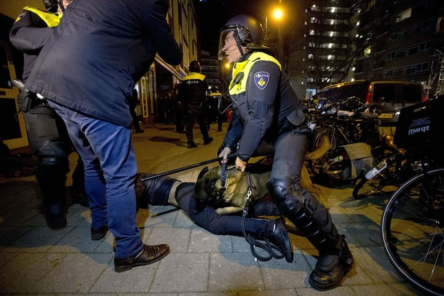 Dutch police forcefully disperse Turkish protesters