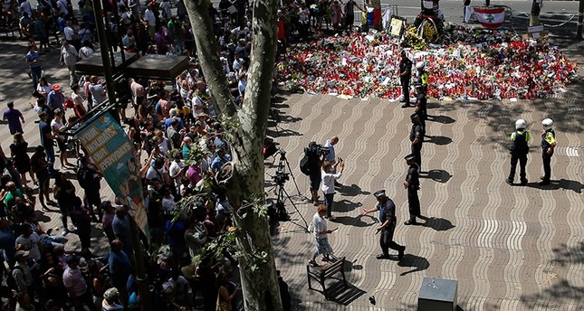Police officers cordon off the access at Las Ramblas promenade after locating a suspicious backpack in Barcelona, Spain, Monday, Aug. 21, 2017 AP Photo
