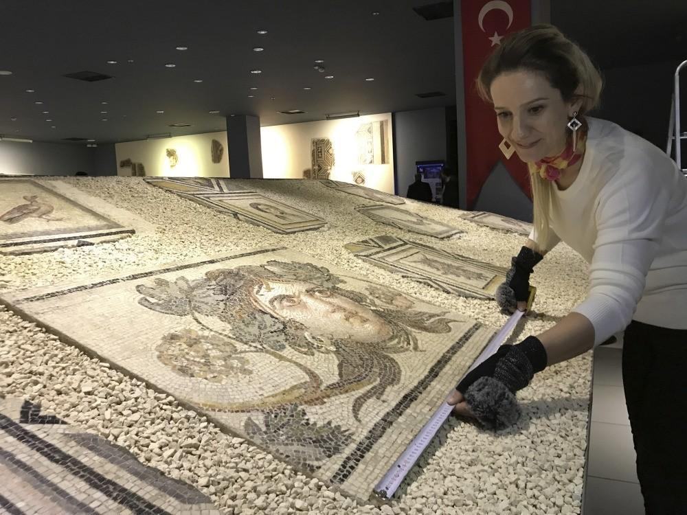 Mosaic artist Gu00fclu00e7in Su00f6ku00fccu00fc and her team started working on the reproduction.