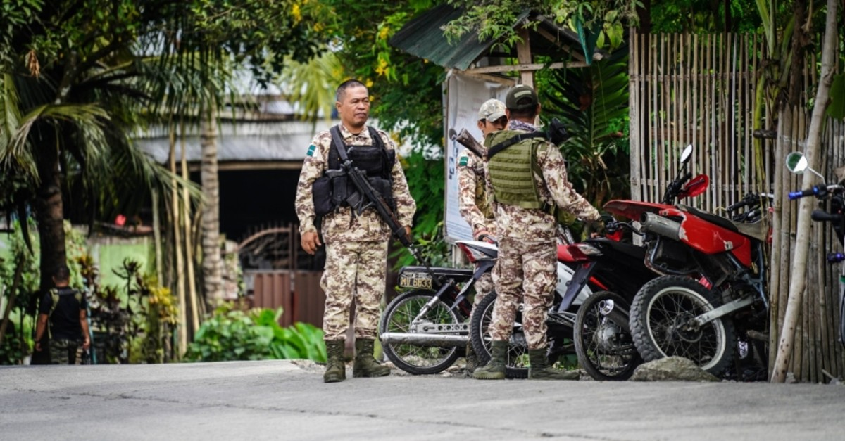 Moro Islamic Liberation Front (MILF) rebels stand guard inside Camp Darapanan, Sultan Kudarat town on the southern Philippine island of Mindanao (AFP Photo)