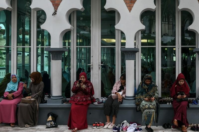 Muslims celebrate Eid, marking Ramadan's end