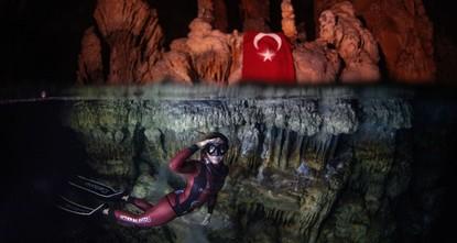 التركية شاهقة أرجومن تحطم رقما قياسيا في الغطس بدون زعانف