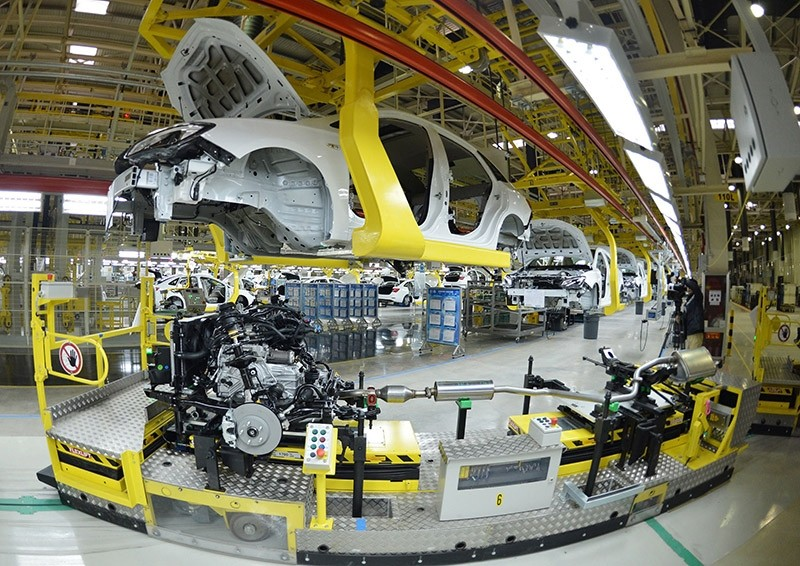 This picture taken on January 28, 2015 shows the US auto giant General Motors Buick cars being assembled at Wuhan auto plant in Wuhan, central China's Hubei province. (AFP Photo)