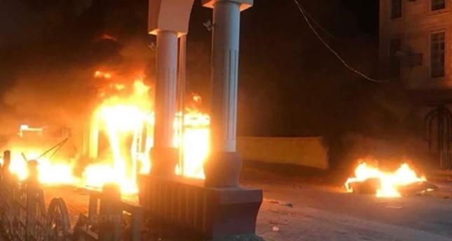 متظاهرون يقتحمون القنصلية الإيرانية في البصرة ويضرمون النار فيها 