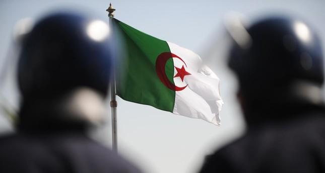 الرئاسة الجزائرية تدعو لجلسة حوار ومجتمع السلم تعلن المقاطعة