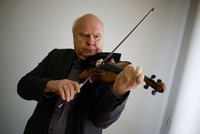 World-famous Russian violinist Sergey Kravchenko will give violin lessons to young talent in Antalya within the framework of his Master Class Project. The famous Russian violinist (71), who started...