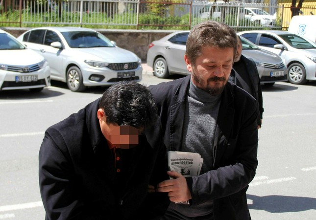 A FETÖ suspect in Samsun is escorted by a security officer (IHA Photo)